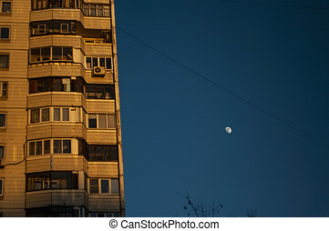 moon in the evening against a clear sky