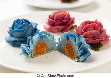 mooncake, rosa, flor azul, rojo