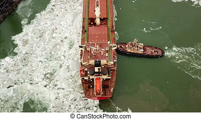 Mooring of a ship in a port by means of towboats