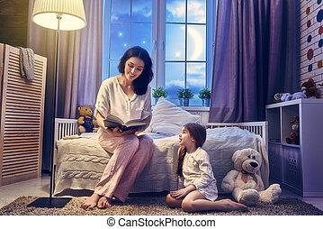 mor, läsning en boka