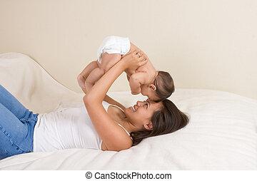 mor spela, med, henne, baby pojke, son
