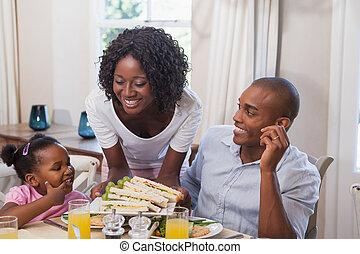 mor, tjänande, dubbelsmörgåsar, till, henne, familj
