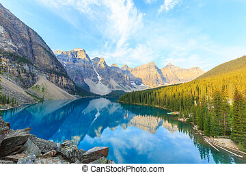 Moraine Lake, Canadian Rockies - Idyllic Moraine Lake in ...
