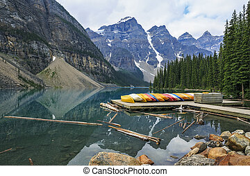 Moraine Lake, colourful canoes and mountain reflections