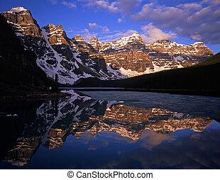 Moraine Lake in Banff National Park, Alberta, Canada.