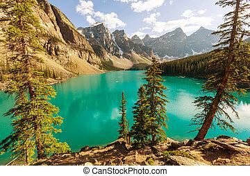 Moraine lake - Beautiful Moraine lake in Banff National...