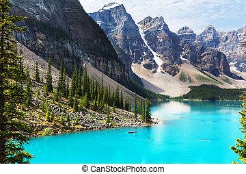 Moraine lake - Beautiful turquoise waters of the Moraine...
