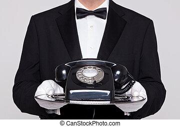 mordomo, bandeja, telefone, segurando, prata