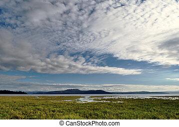 morecambe, cumbria., nuvens, sobre, baía, vista