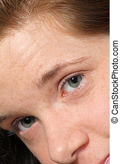 morena, atraente, olhos verdes