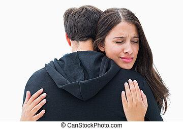 morena, infeliz, abraçando, dela, namorado