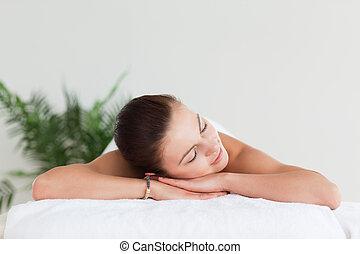 morena, jovem, mentindo, tabela, spa, massagem