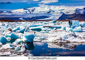 Morning light in the Ice Lagoon. Drift ice Ice Lagoon - ...