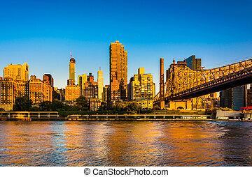 Morning light on the Manhattan skyline and Queensboro Bridge, se