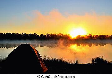 Morning on the river. The sun. Fog