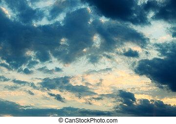 morose, ciel orageux