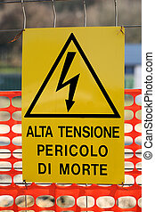 mort, moyens, signe danger, élevé, écrit, tension, italien