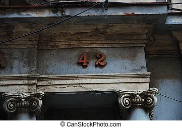 morzsolódó, épület arculat, 42.