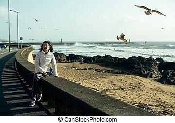 mosca, promenade., mujer, encima, sentado, multi-cultural, ...