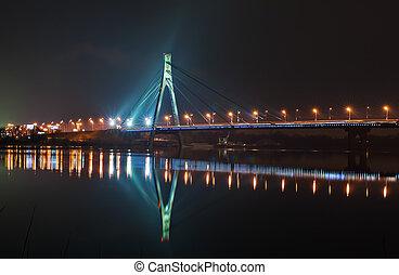 Moskovskiy bridge at night