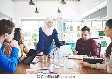 moslim, vrouw het leiden, op, commerciële vergadering