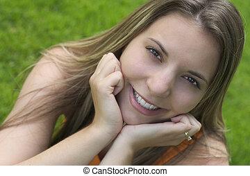 mosoly, nő