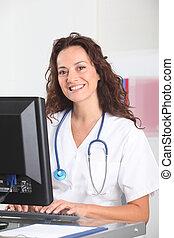 mosolygós, ápoló, előtt, számítógép