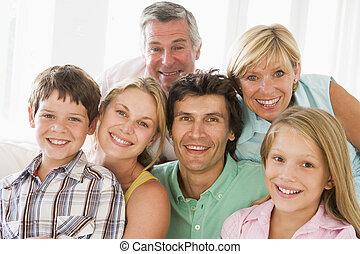 mosolygós, bent, család, együtt