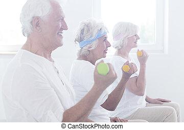 mosolygós, dumbbels, öregedő, emelés, emberek