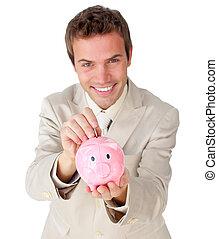 mosolygós, fiatal, üzletember, takarékbetét pénz, alatt, egy, piggy-bank
