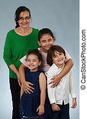 mosolygós, gyerekek, nagyanyó