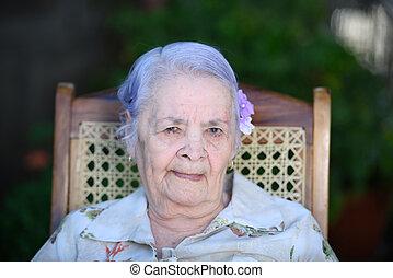 mosolygós, headshot, nagyanyó