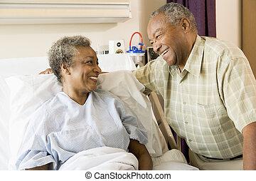 mosolygós, kórház, más, mindegyik, senior összekapcsol