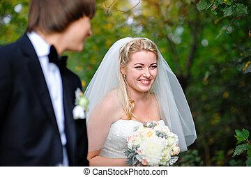 mosolygós, menyasszony, lovász, -ban, egy, esküvő, alatt, a, nyár, szabadban