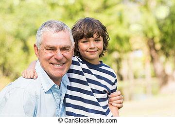mosolygós, nagyapa, liget, fiú