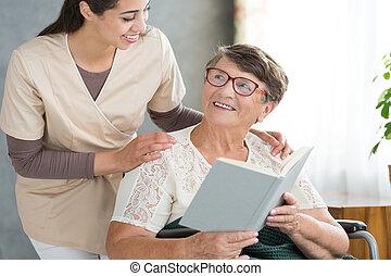 mosolygós, olvasókönyv, nagyanyó