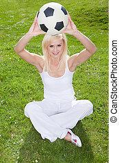 mosolygós, soccerball, szőke, birtok