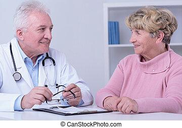 mosolygós, türelmes, orvos