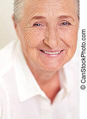 mosolyog woman, idősebb ember