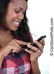 mosolyog woman, noha, egy, vonatkozik érzékeny, telefon