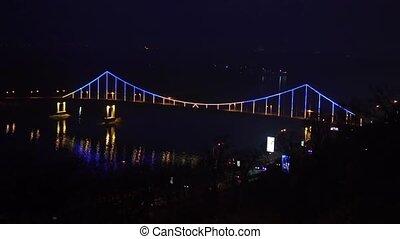 most, jarzący się, noc