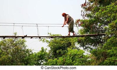 most, kobieta, turysta, niebezpieczny, prosperować, przejście, zawieszenie, bambus, rondel