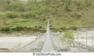 most, nepal., backpackers, na, chód, objazd, zawieszenie, trek., rzeka, manaslu