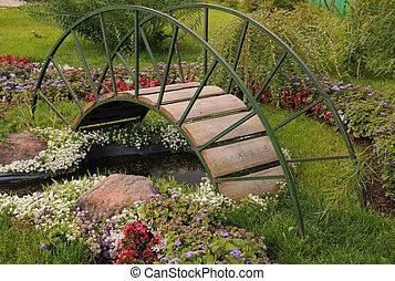 most, ogród, kolebkowaty