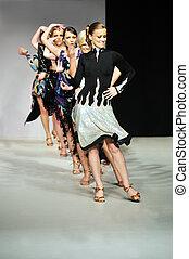 mostra, donna, moda, passeggiata