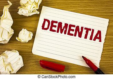 mot, écriture, texte, dementia., concept affaires, pour, long terme, perte mémoire, signe, et, symptômes, fait, me, retirer, sooner, écrit, sur, larme, bloc-notes, papier, sur, bois, fond, marqueur, boules papier, côté, il