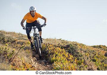 motard montagne, équitation, piste terre