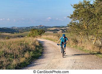 motard montagne, par, toscan, équitation, paysage