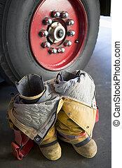 moteur, brûler, firefighter\'s, bottes, suivant, uniforme, vide