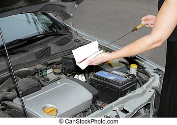 moteur, femme, niveau, vérification, huile, 2